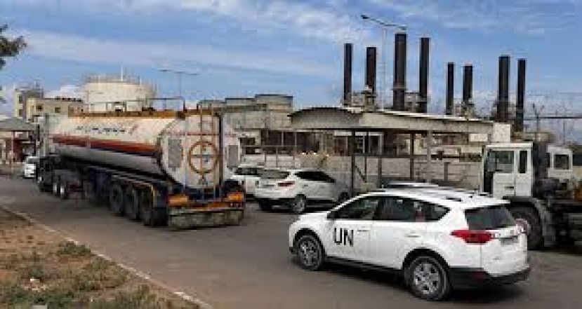 A United Nations vehicle follows a fuel tanker as it arrives at the Gaza power plant