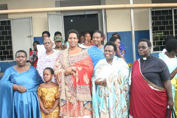 Magret Karunga Adyeeri with Mothers Union women while at Canon Njangali for women conference